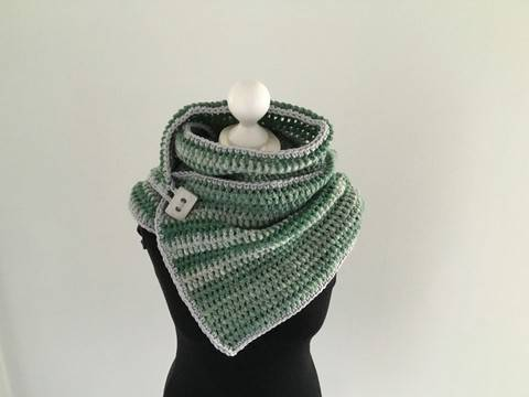 Crochet Pattern for a Button Scarf  at Makerist
