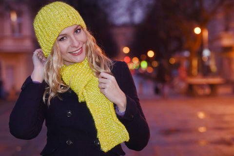 """Strick-Mütze und Schal mit reflektierendem Garn """"Glühwürmchen"""""""