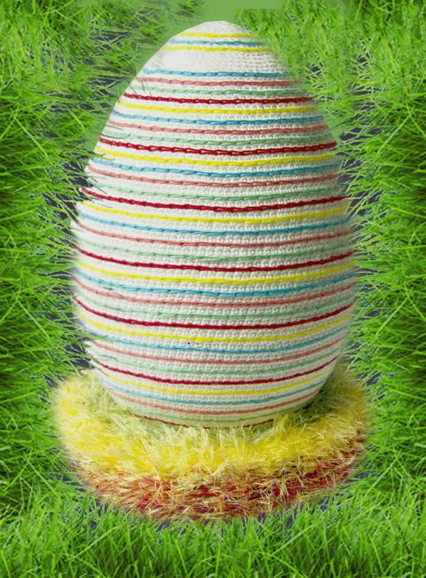 Riesen-Ei auf Osternest