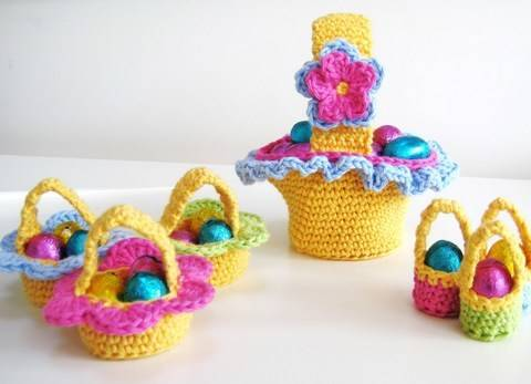 Crochet bags, 3 Easter Baskets, Pattern No17, in both UK and US crochet terms at Makerist