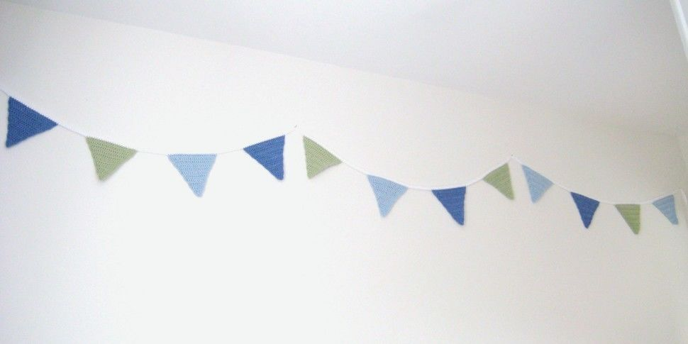 Crochet Bunting Garland, Triangle Flags, Pattern No4, in both UK and US crochet terms at Makerist - Image 1
