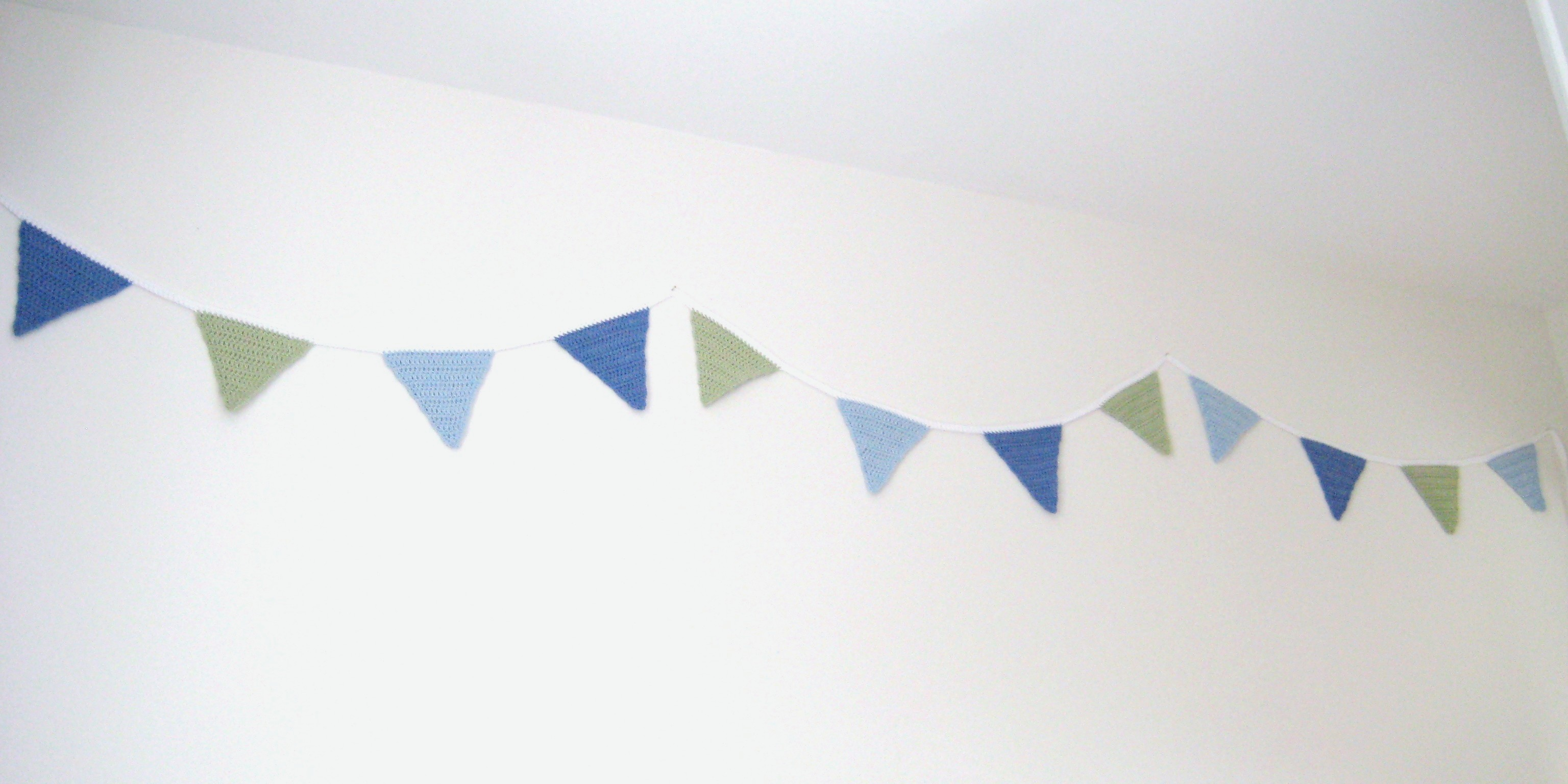 Crochet Bunting Garland, Triangle Flags, Pattern No4, in both UK and US crochet terms
