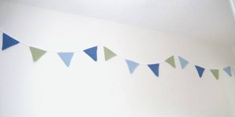 Crochet Bunting Garland, Triangle Flags, Pattern No4, in both UK and US crochet terms at Makerist