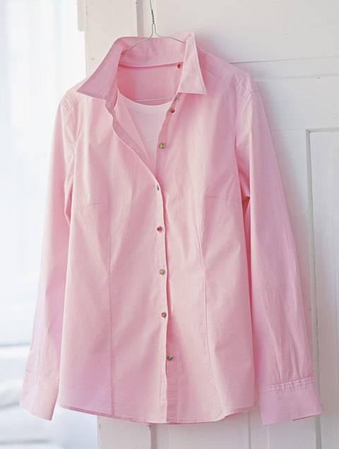 Bluse mit bezogenen Knöpfen / Upcycling bei Makerist