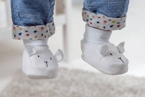 Babyschühchen mit Schäfchenmotiv