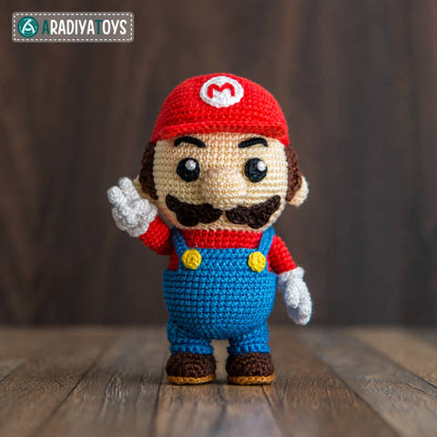 """Häkelanleitung für Mario von """"Super Mario Bros."""" von AradiyaToys bei Makerist"""