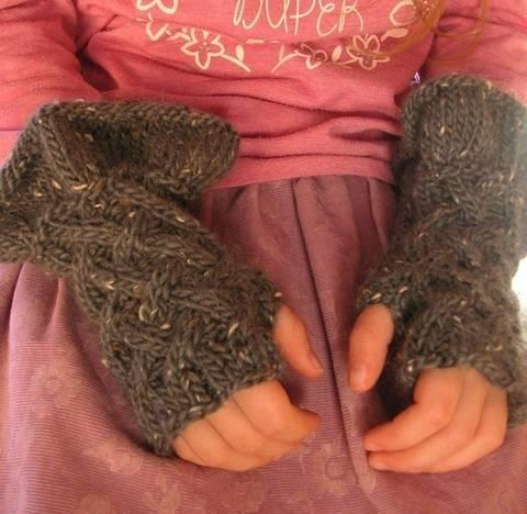 Godiel – wunderschöne Stulpen / fingerlose Handschuhe für Mädchen - Strickanleitung
