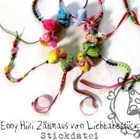 Enny Hiiri in the Loop, ein Spiel- oder Zählmäuschen aus dem Stickrahmen mit vielen Motiven