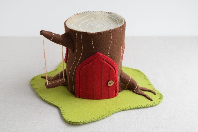 Log House Sewing Pattern - DIY Embroidery Sewing Pattern for Log Play house - Gnome & Fairy Tree house soft toy tutorial at Makerist - Image 1