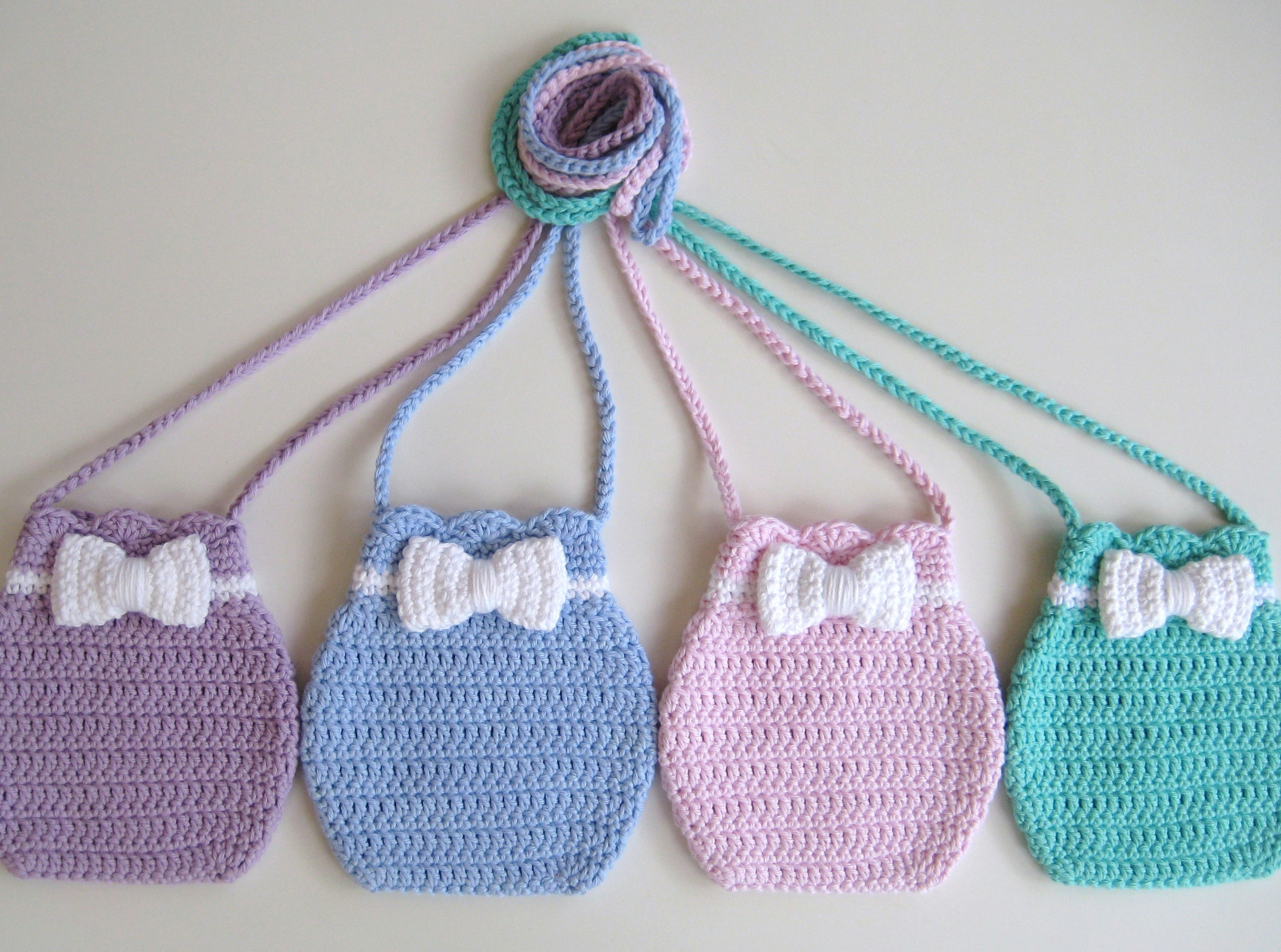 Crochet bag, Bow bag, Pattern No16, in both UK and US crochet terms