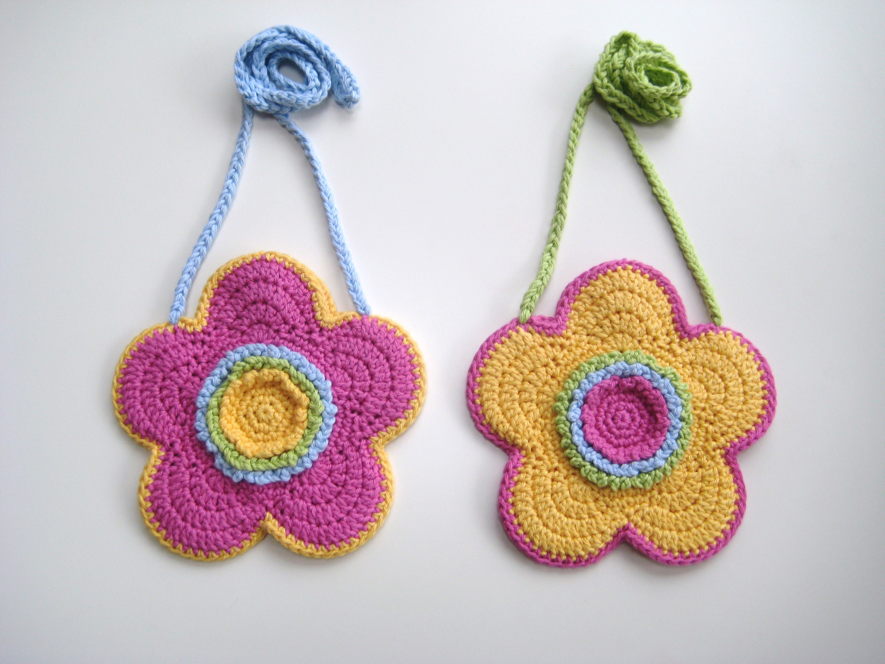 Crochet bag, Flower-shaped bag, Pattern No19, in both UK and US crochet terms