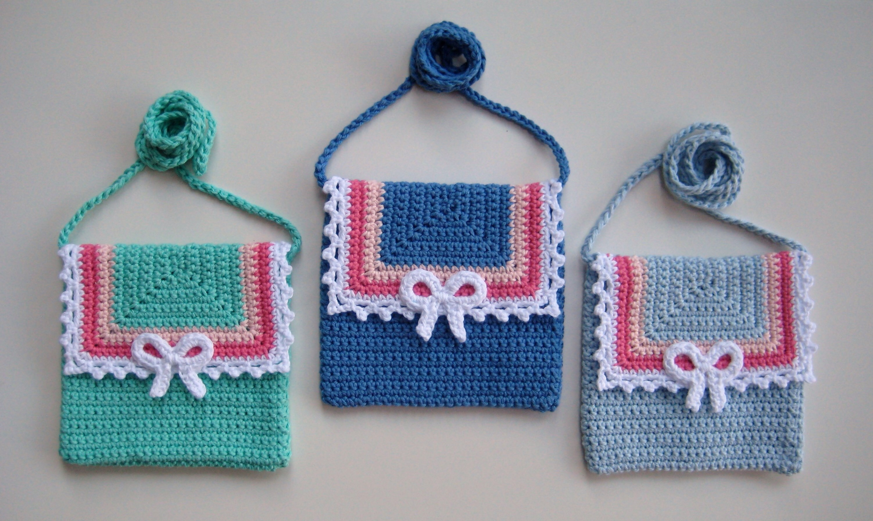 Crochet bag, Lace and Bow bag, Pattern No22, in both UK and US crochet terms