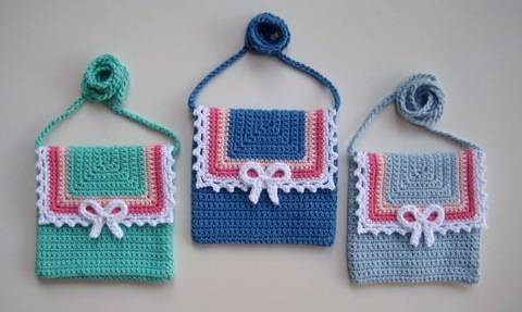 Crochet bag, Lace and Bow bag, Pattern No22, in both UK and US crochet terms at Makerist
