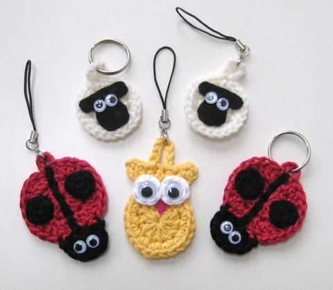 Crochet Animal Keychains, keyrings, sheep ladybird owl, Pattern No7, in both UK and US crochet terms at Makerist