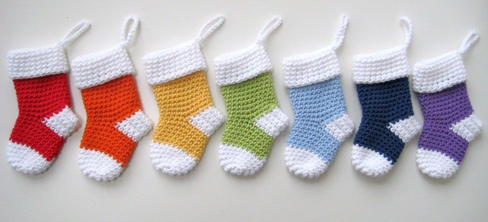 Crochet Xmas Mini Stockings, Santa socks, christmas, Pattern No25, in both UK and US crochet terms at Makerist - Image 1