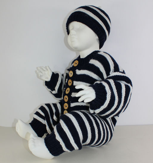 Baby Stripe Outdoors Onesie and Beanie Hat at Makerist - Image 1
