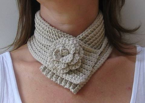 Crochet scarf, Flower neckwrap, Pattern No11, in both UK and US crochet terms at Makerist