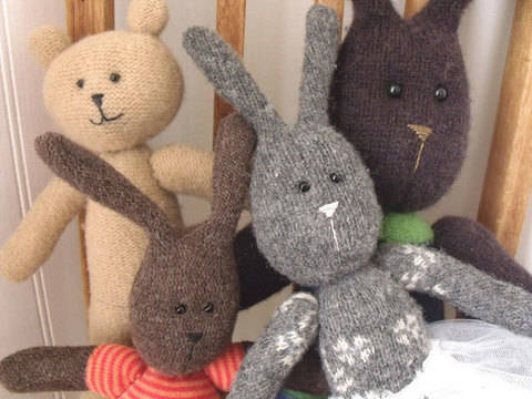 Bunny and Bear - Upcycled Sweater PALS  at Makerist