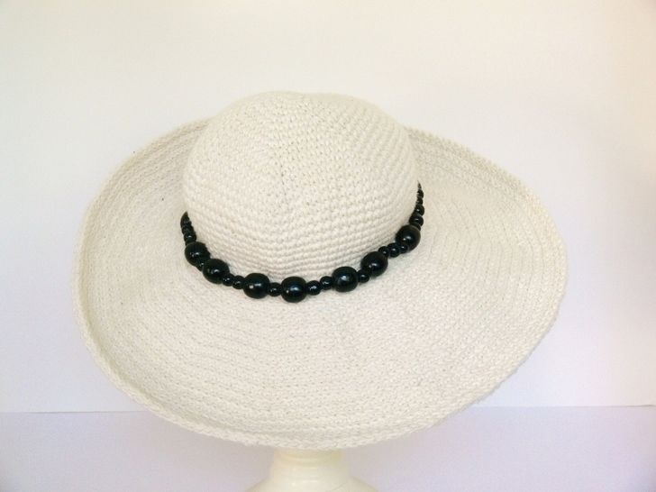 Womens Wide Brim Sun Hat Crochet Pattern at Makerist - Image 1