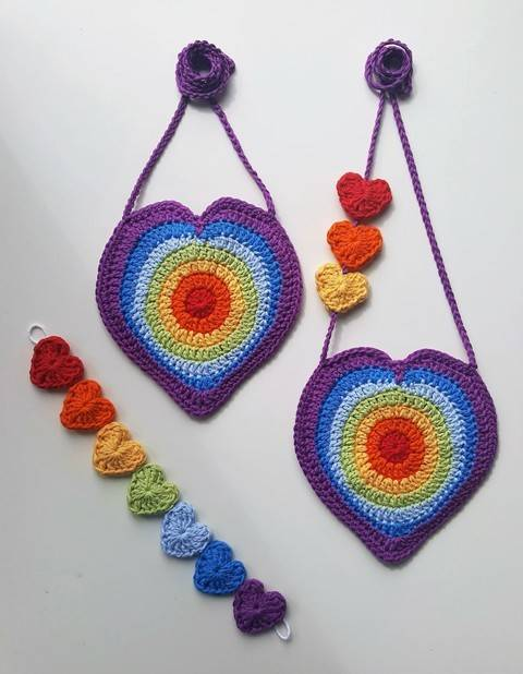 Crochet Bag, Rainbow Heart Handbag Mini heart bunting, patt no28, in both uk and us terms at Makerist