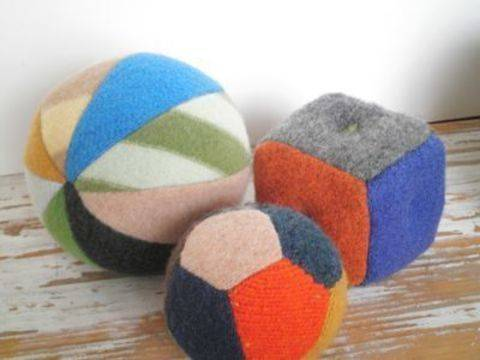 Upcycled Sweater Balls and Blocks at Makerist