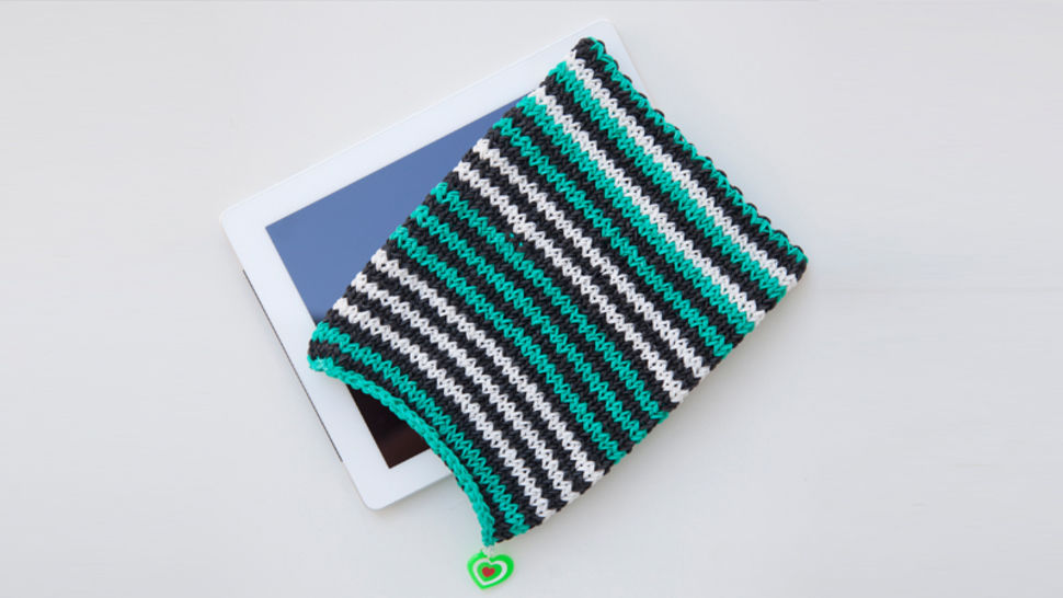 Tablet-Hülle aus Rainbow Loom Bands bei Makerist - Bild 1