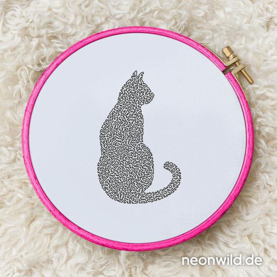 """Stickdatei EEE - """"Katze sitzend"""" 16x26 bei Makerist - Bild 1"""