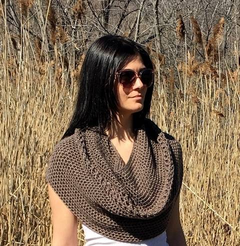 Crochet Cowl Pattern (My Cowl's a Capelet) at Makerist