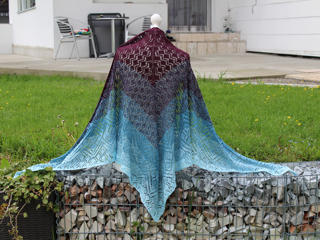 Juno - Lace pattern / triangular shawl