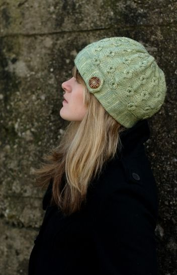Encircle cabled cloche hat - knitting pattern at Makerist - Image 1