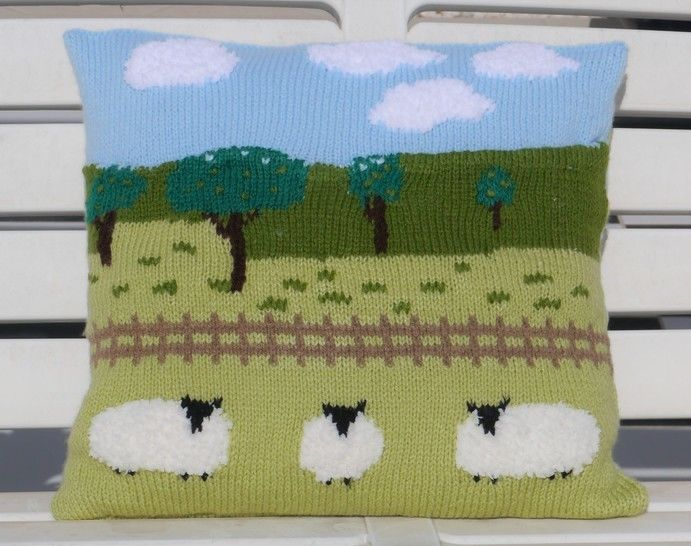 Sheep in the Countryside Cushion at Makerist - Image 1