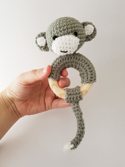 Cheeky monkey rattle / teether crochet pattern at Makerist - Image 1