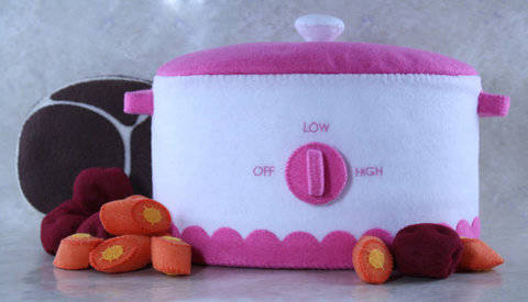 Toy Crockpot Sewing Pattern with Pot Roast & Veggies at Makerist
