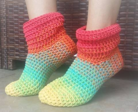 "Crochet Pattern ""Oma Mine"" slipper at Makerist"