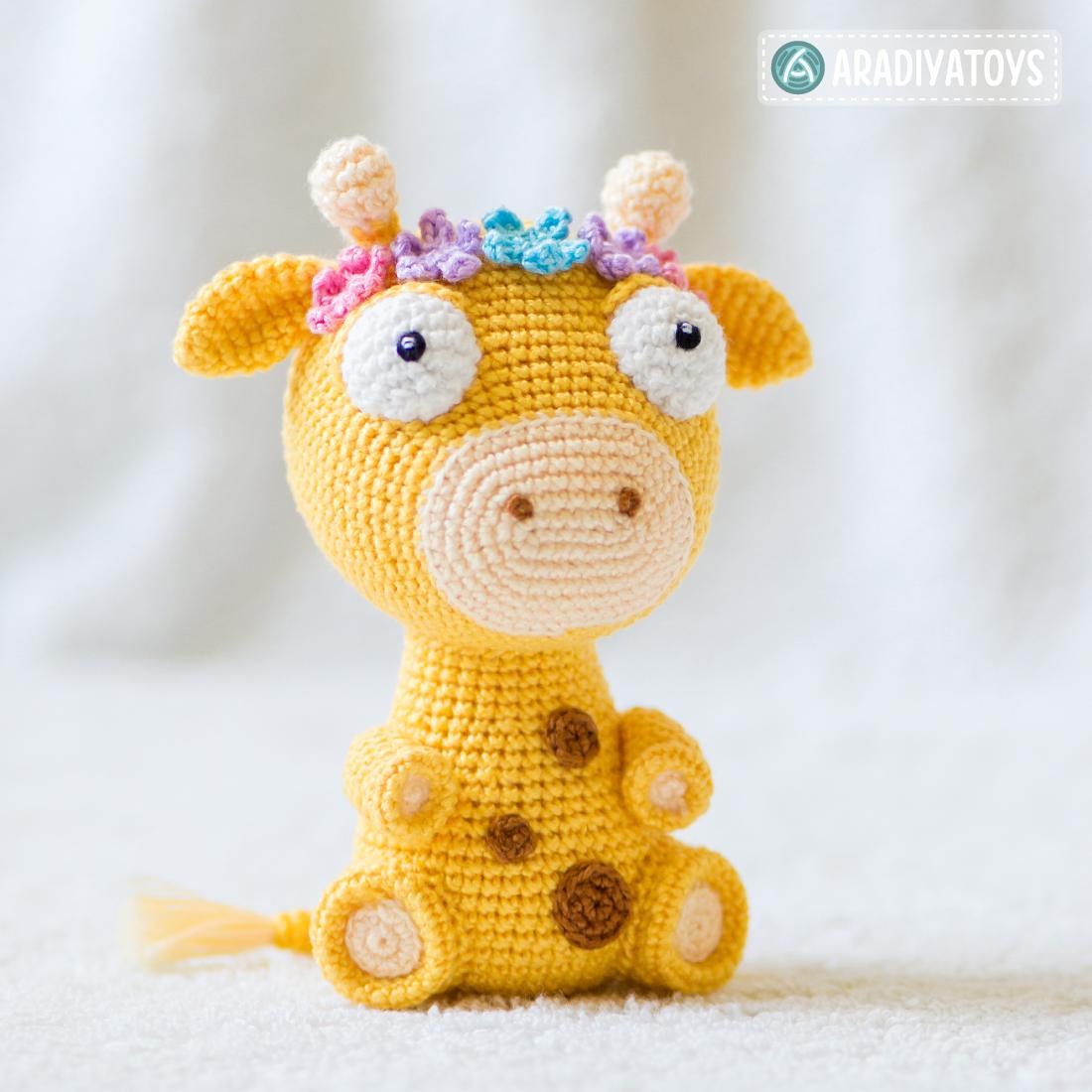 "Modèle au crochet d'Ellie la girafe de ""AradiyaToys Design"""