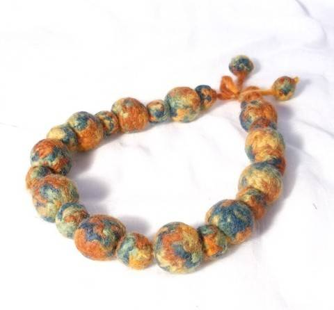 Knit and Felt Bead Necklace 1