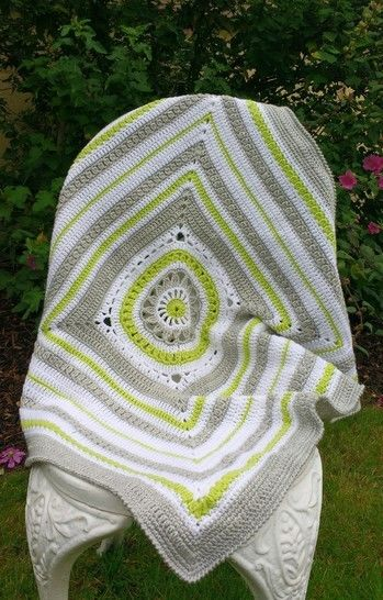 Lily Blanket Crochet Baby Blanket at Makerist - Image 1