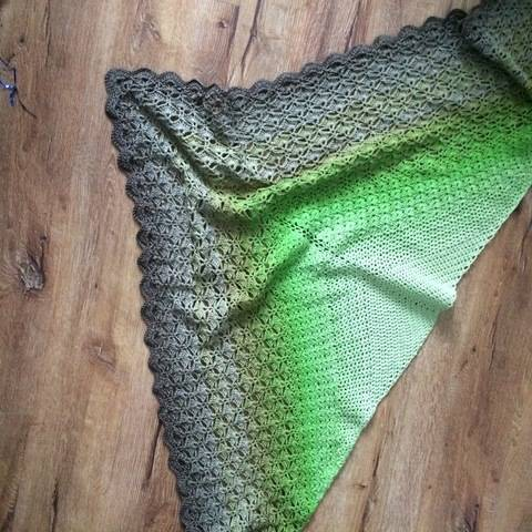 Crochet shawl pattern Through the Pinewoods at Makerist