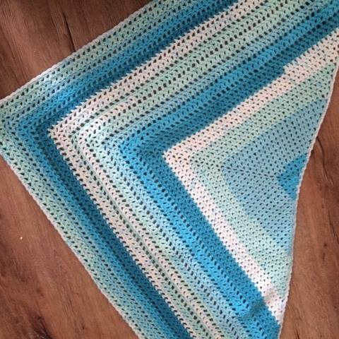 Crochet shawl pattern Dive In at Makerist