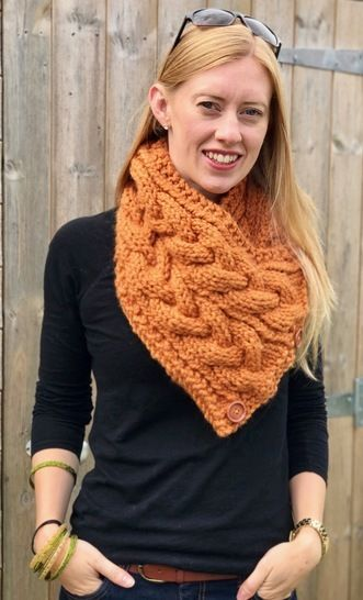 Eirene Cable Neck Warmer / Triangular Scarf Knitting Pattern at Makerist - Image 1