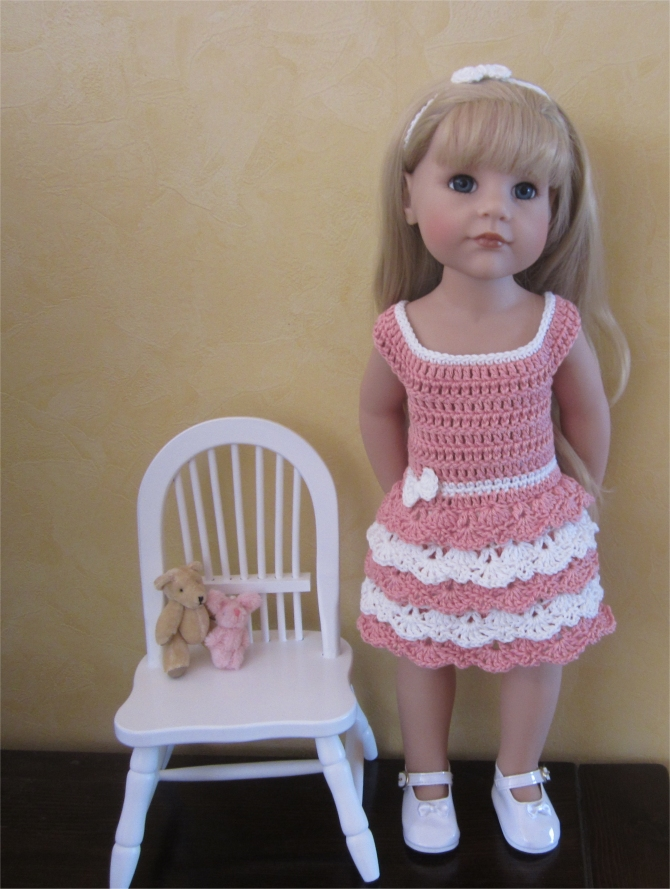 Lace and ruffles: crochet outfit for 50 cm doll