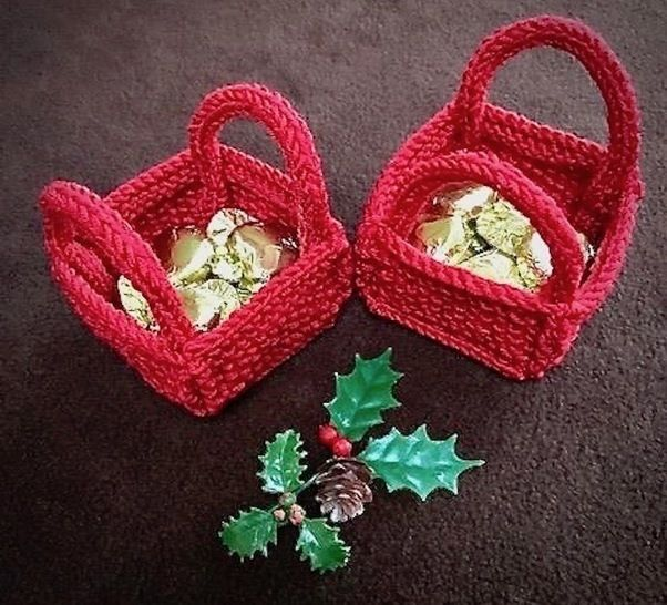 Christmas 'Bitsy' Basket for Favours, Sweets, Toys Knitting Pattern at Makerist - Image 1