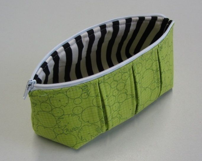 Perfect pleated zip pouch pattern in 3 sizes - zipper bag pouches cosmetic bag at Makerist - Image 1