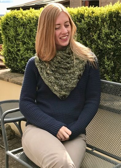 Aranyani Neck Warmer Triangular Scarf Knitting Pattern at Makerist - Image 1