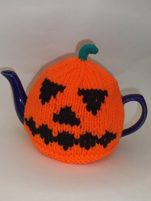 Halloween Pumpkin Tea Cosy at Makerist