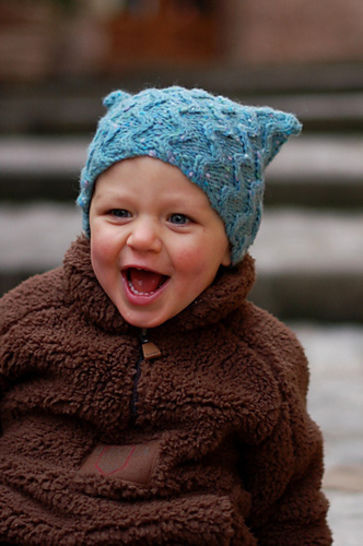 Tinker cabled hat - knitting pattern at Makerist - Image 1
