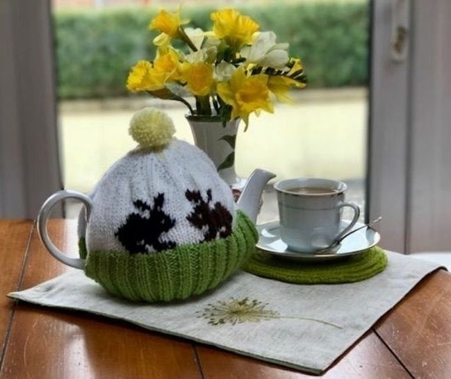 Spring Bunny Rabbit Tea Cosy Knitting Pattern at Makerist - Image 1