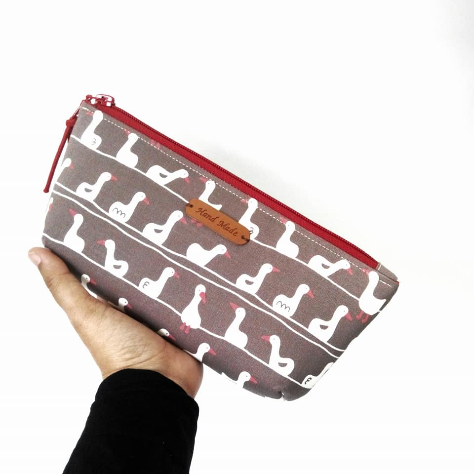 Cute and Easy zippered pencil case - very easy to make. Great project for beginners. 60 minutes project !