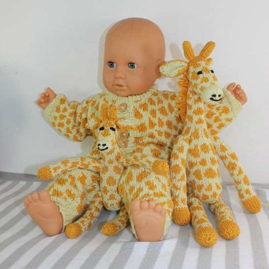 FREE Baby Giraffe Onesie at Makerist - Image 1