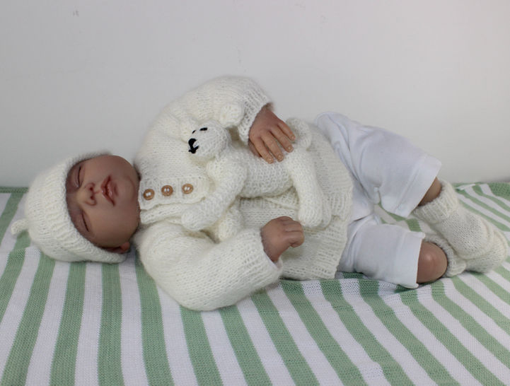 New Baby Matinee Coat,Booties,Beanie &Toy  Lamb at Makerist - Image 1